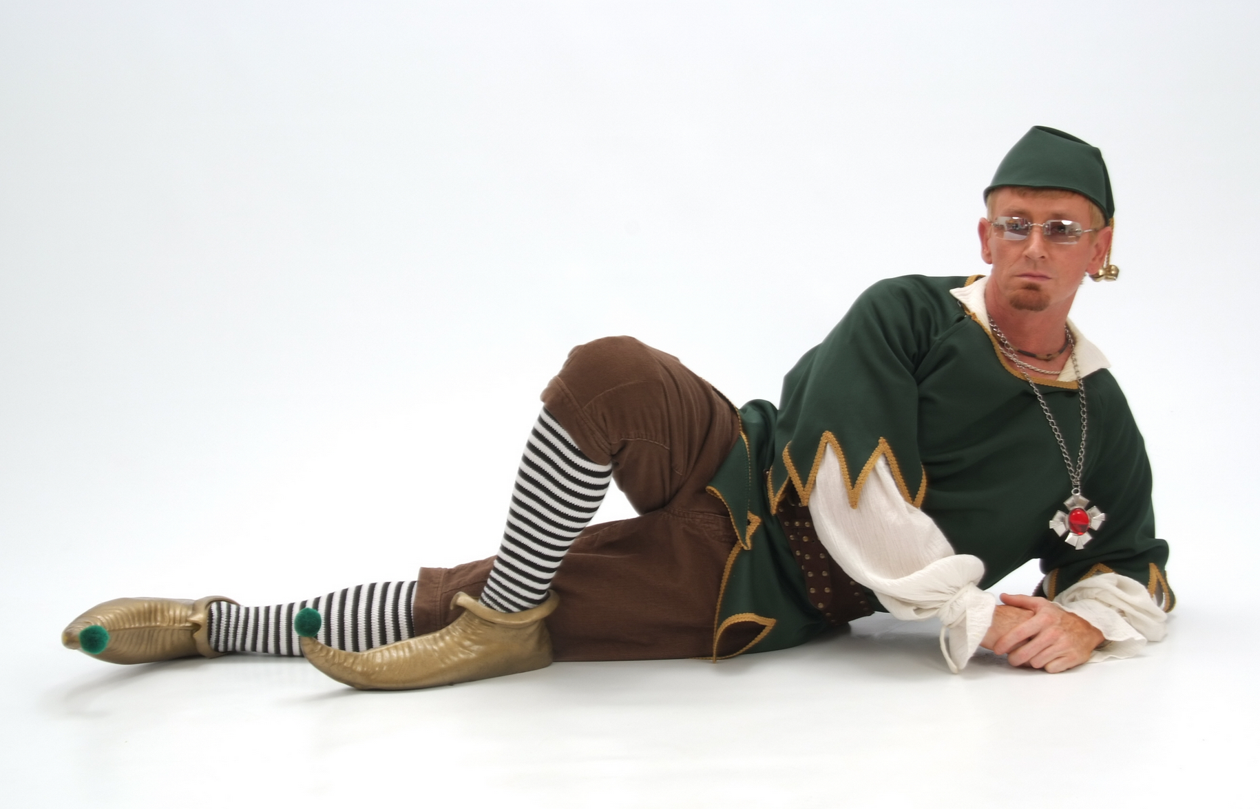 {Behind The Music} Robby The Elf on Don't Be No Scrooge